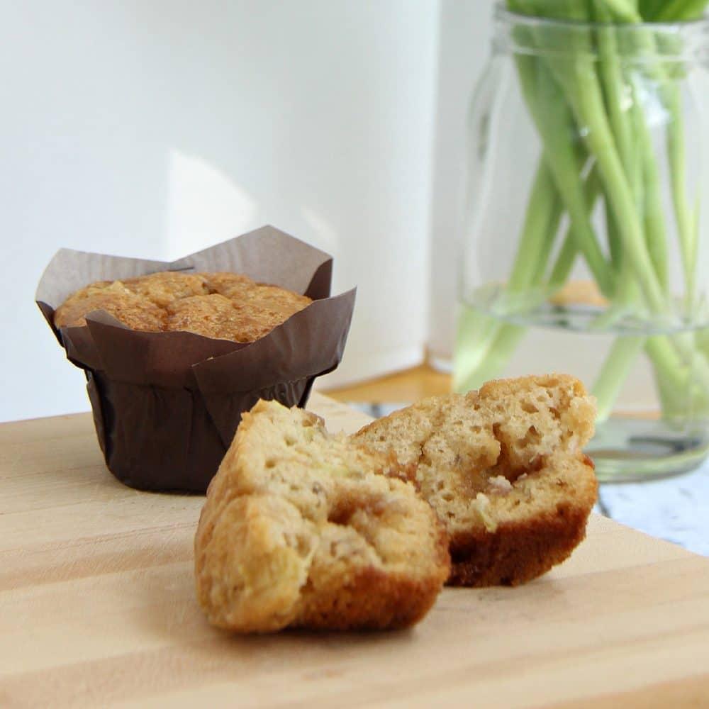 brown sugar topped rhubarb muffins