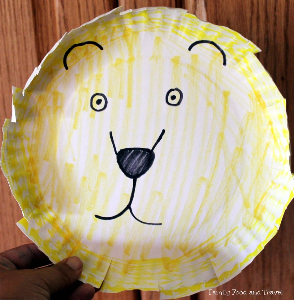 20 paper plate crafts family food and travel paper plate lion jeuxipadfo Images