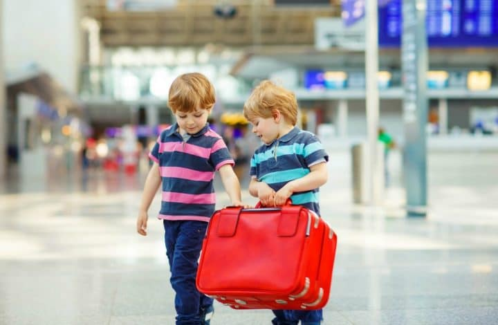 How to Keep Kids Entertained at the Airport
