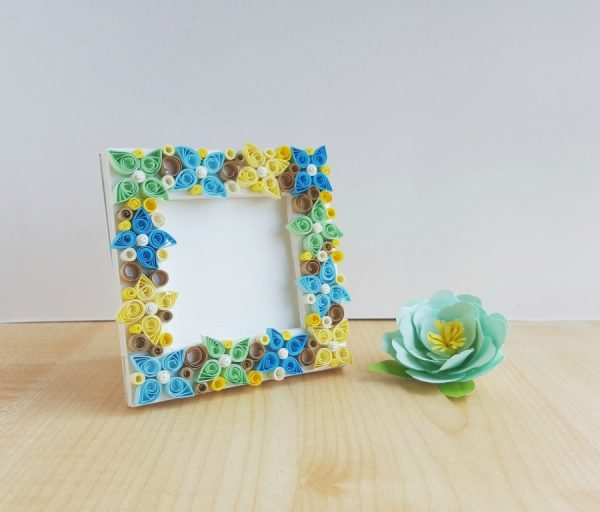 Paper quilling flower frame diy step by step instructions paper quilling flower frame mightylinksfo