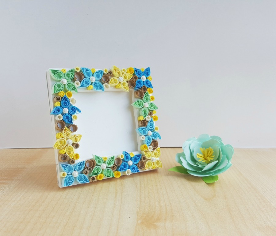 Paper Quilled Flower Frame